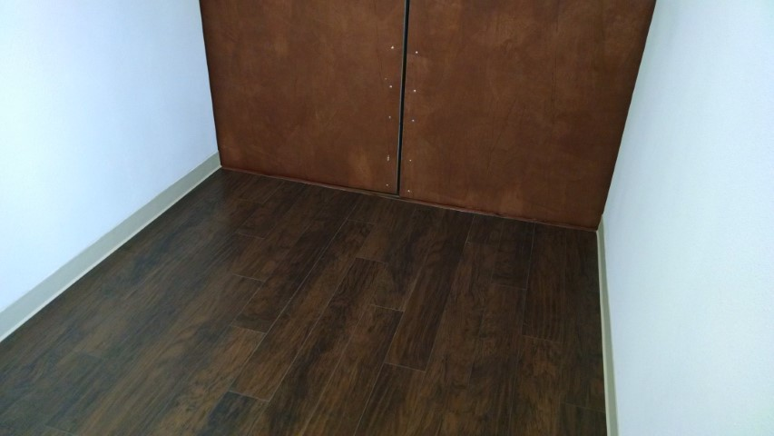 laminate flooring in shipping container