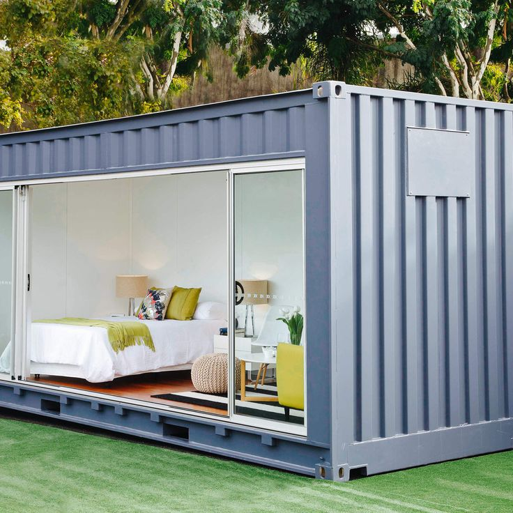 Should you rent or buy your shipping container?