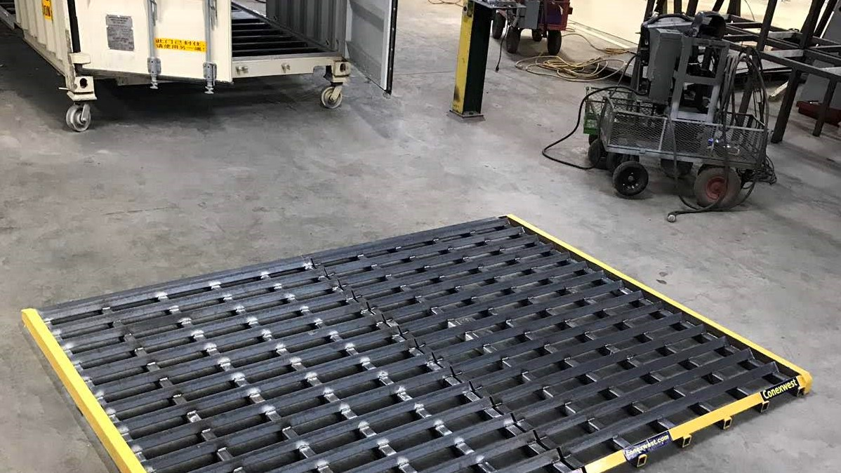 Heavy-duty rumble grates track out plates