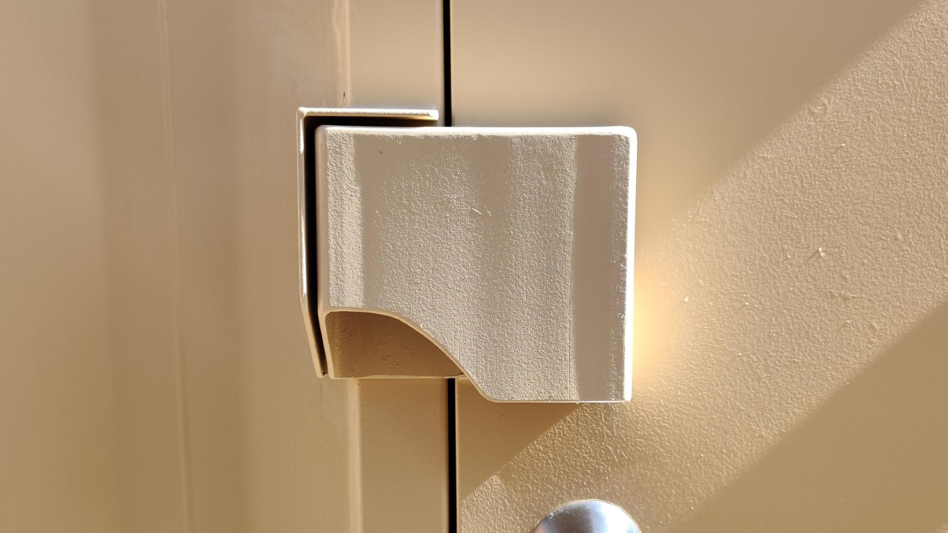 Man door lock box