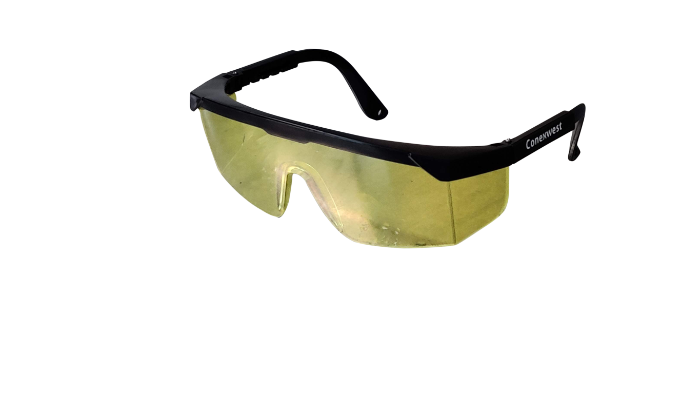 Splash proof safety goggles